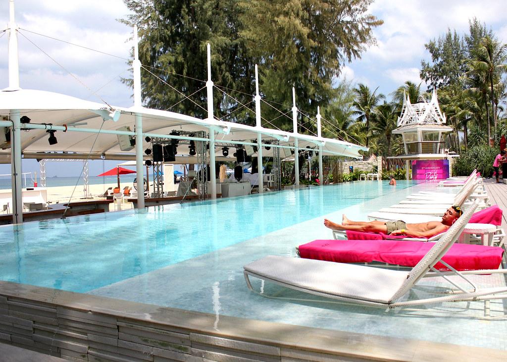 xana-beach-club-swimming-pool