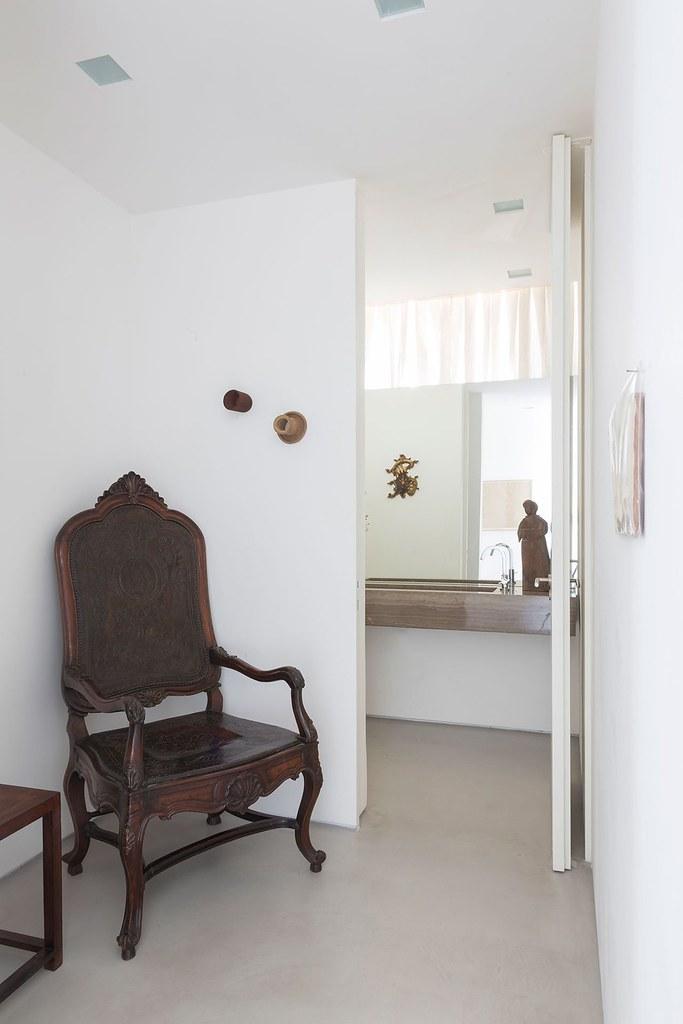 Apartment art in São Paulo by Brazilian architect Felipe Hess Sundeno_10