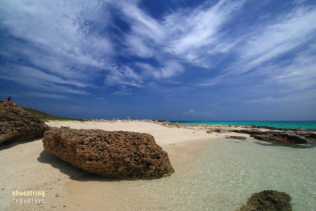 white sand and rust-colored rocks at Tinalisayan