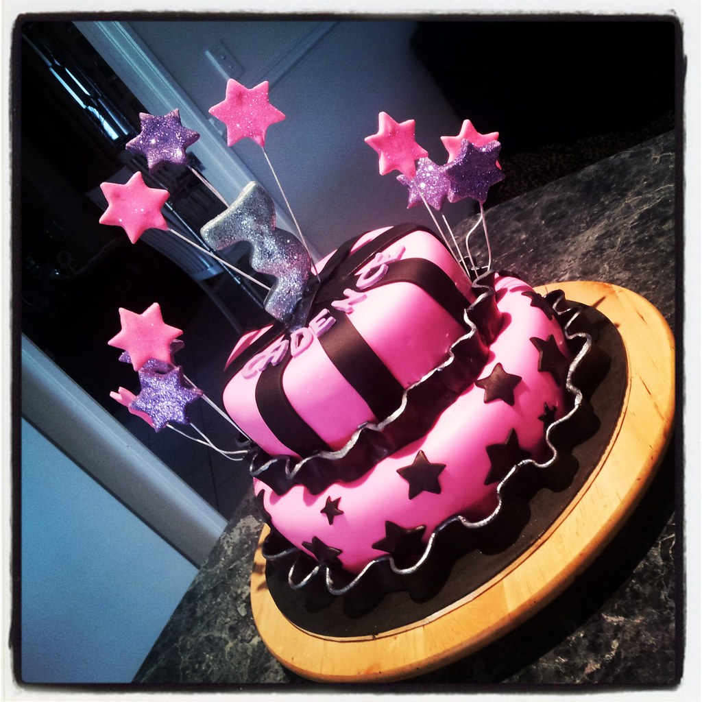 Star Themed Birthday Cake In Hot Pink Black And Purple Wi Flickr