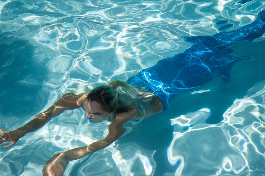 Kim The Mermaid Kim Swimming In The Disneyland Hotel Pool Flickr