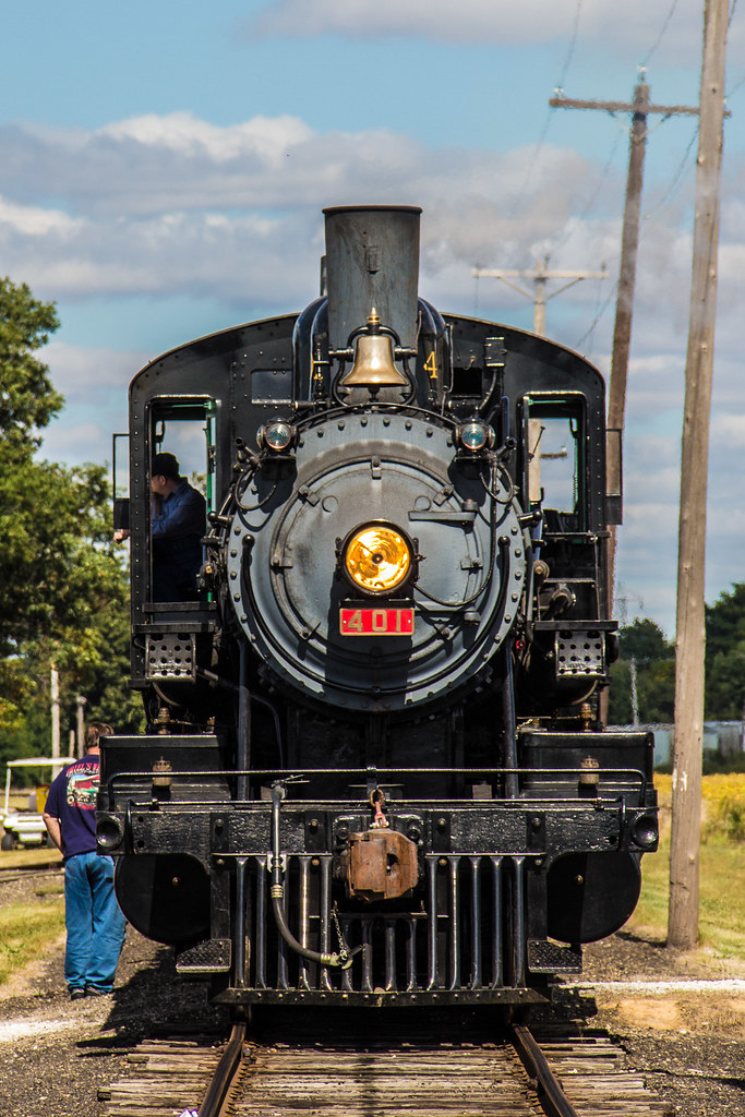 Southern Railway 401 Steam Engine - front view ...
