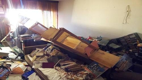 Morten Eske Mortensen collapsed bookshelves