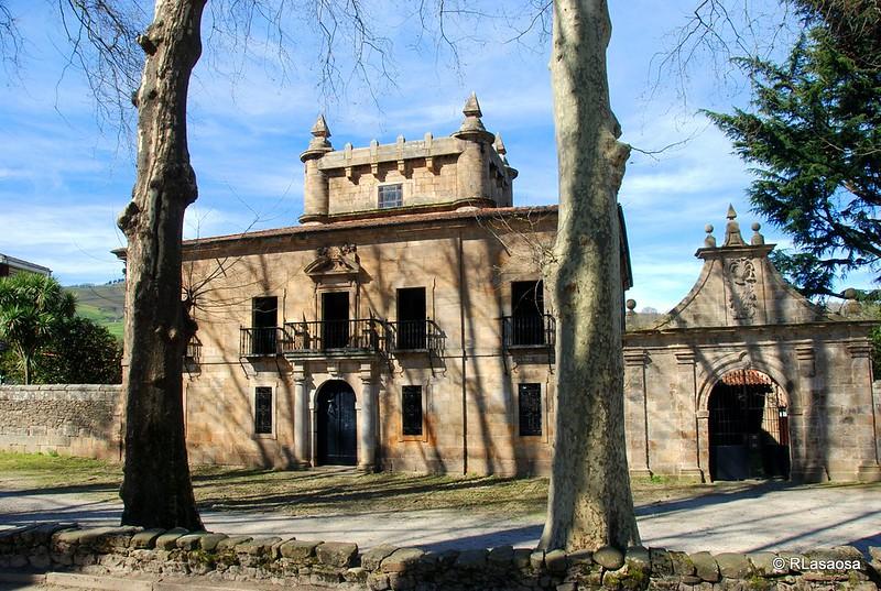Fachada del Palacio de Donadío, Selaya