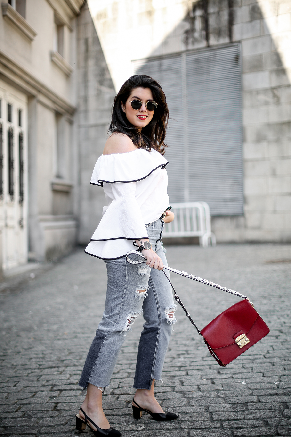 top-hombros-al-aire-volantes-zara-jeans-slingback-chanel-myblueberrynightsblog10