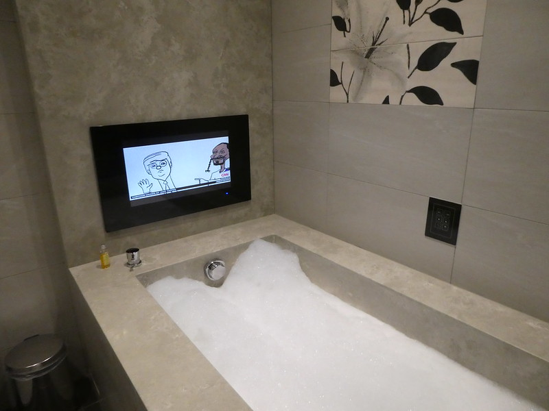Bathroom with LCD television at Green World Hotel Grand Nanjing, Taipei
