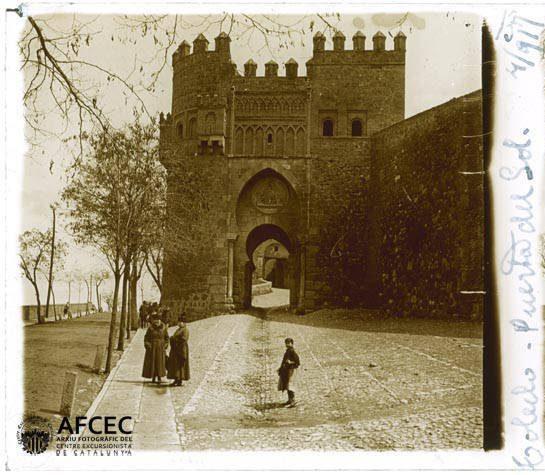Puerta del Sol en abril de 1917. Fotografía de Francesc Blasi i Vallespinosa   © Centre Excursionista de Catalunya