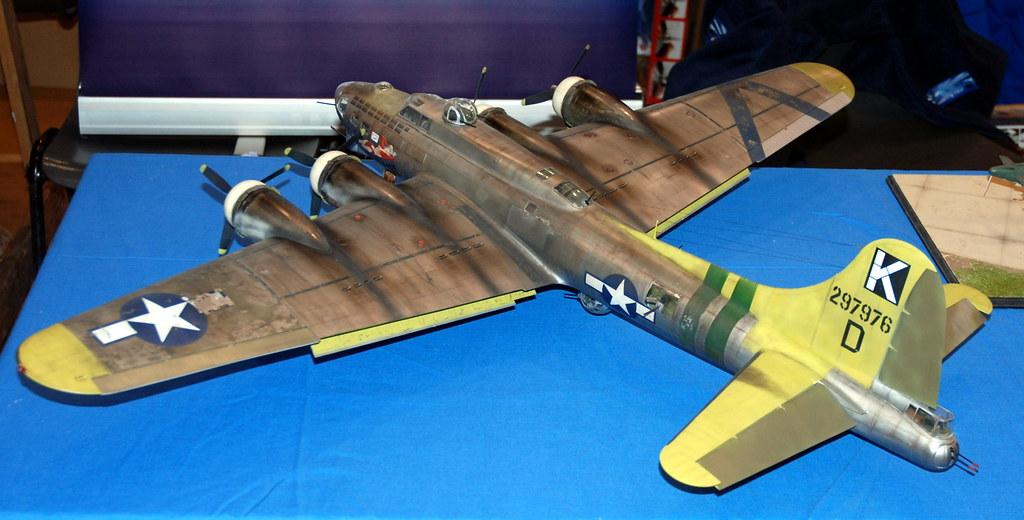 1/32 scale B-17G Flyin...
