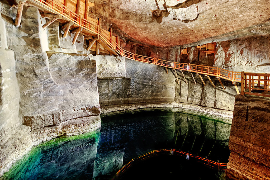 Lac dans la mine de sel de Wieliczka près de Cracovie. Photo de ntrinkhaus.