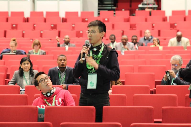 圖二:台灣綠黨於決議文討論時起身發言