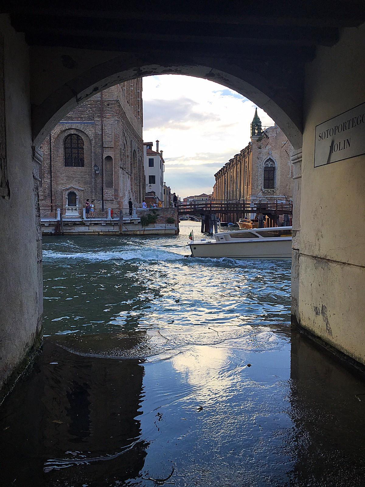 Venetsia sotoportego