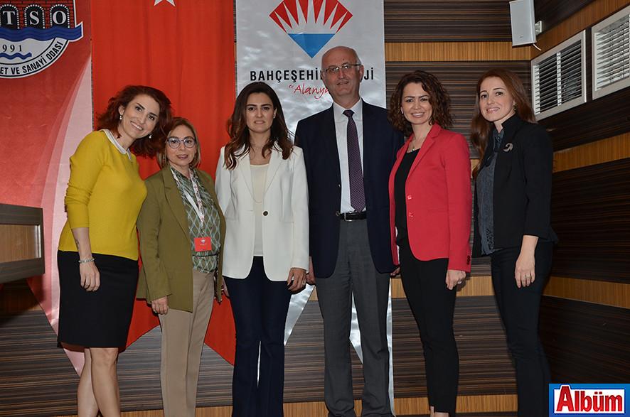 Bahçeşehir Alanya Okulları Müdürü Metin Altun ve Okul Aile Birliği üyeleri