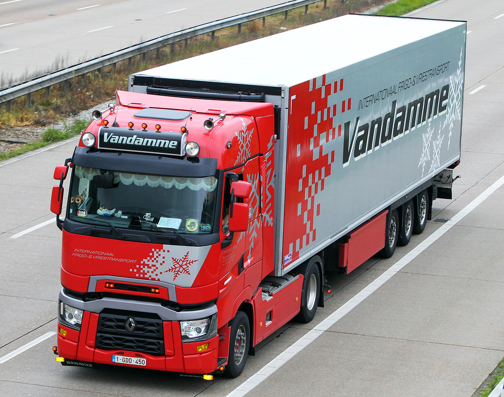 Renault range t 1 gdo 450 vandamme m20 near lenham for Renault range t interieur