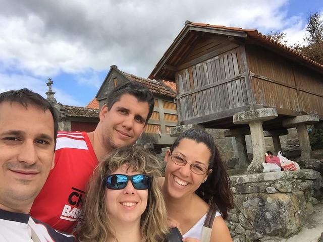Sele, Rebeca, Pablo y Araceli en Combarro (Galicia)