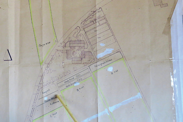 農場左上部為工作室、小店鋪,右上部為網室區,下半部為露天農場。圖片來源:張正陽攝影,主婦聯盟提供。