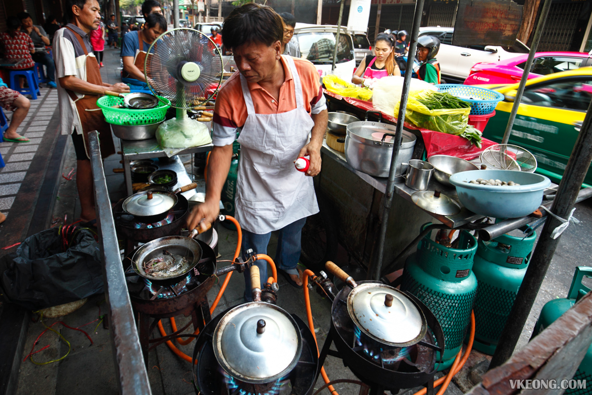 Somsak Pu Ob Cooking Seafood Vermicelli
