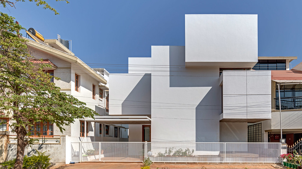 Sculptural house in the Indian city by local studio Anahata Sundeno_01