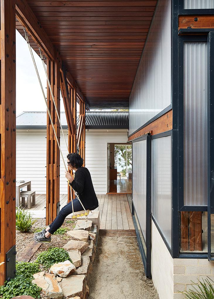 House on stilts design by Austin Maynard Architects in Australia Sundeno_16