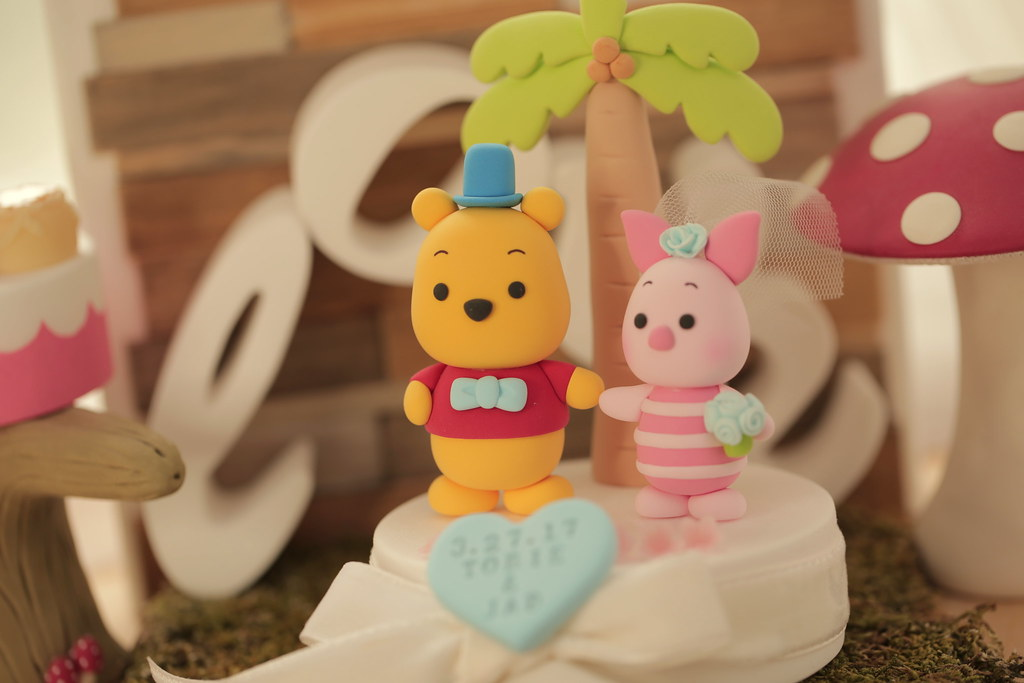 Winnie-the-Pooh and piglet with palm tree custom wedding c…   Flickr