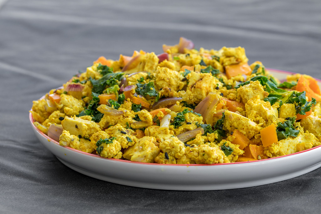 Easy Tofu & Veggie Scramble {oil-free} // What A Vegan Couple Eats In Day + w/ Recipes + Videos! sweetsimplevegan.com #easy #easyvegan #budgetfriendly #vegancouple #veganmeals