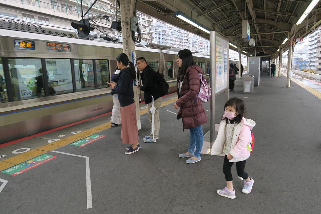 人少剛好可以讓小朋友盡情活動,不過車站還是要注意安全
