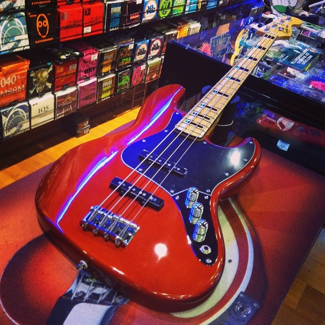 Squier Jazz Bass Vintage Modified 70 Candy Apple Red Bye