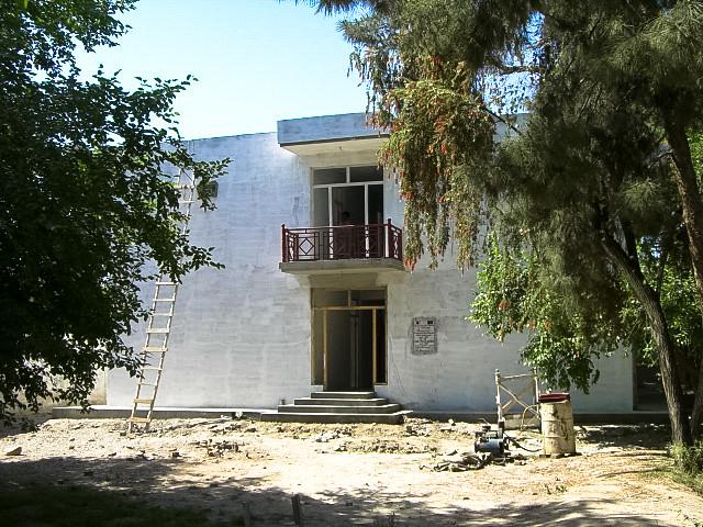完成した国立ナンガルハル大学の女子寮(2007年4月、ジャララバード)