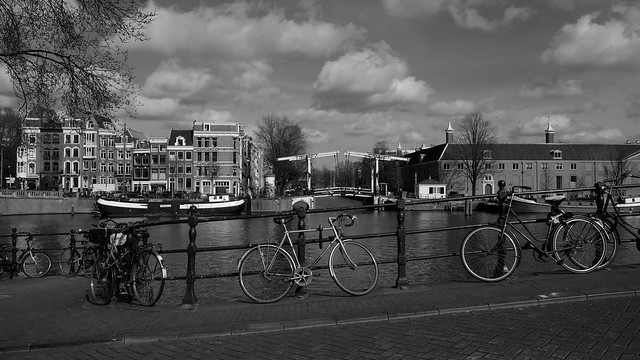 Bike at water in Amsterdam 2017(4)