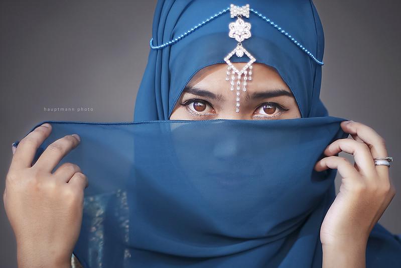 9900 Gambar Perempuan Hijab Keren Dari Belakang Gratis Terbaru