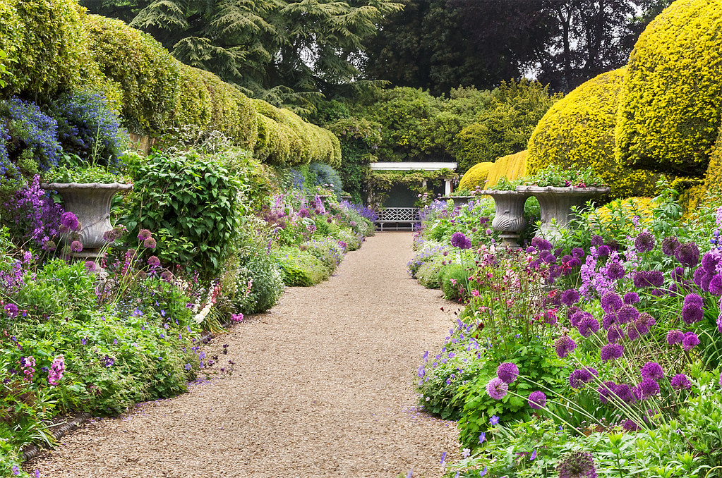 English herbaceous borders ascott house gardens bedford for Herbaceous border design examples