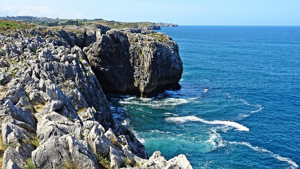 Mar Cantábrico en Gulpiyuri