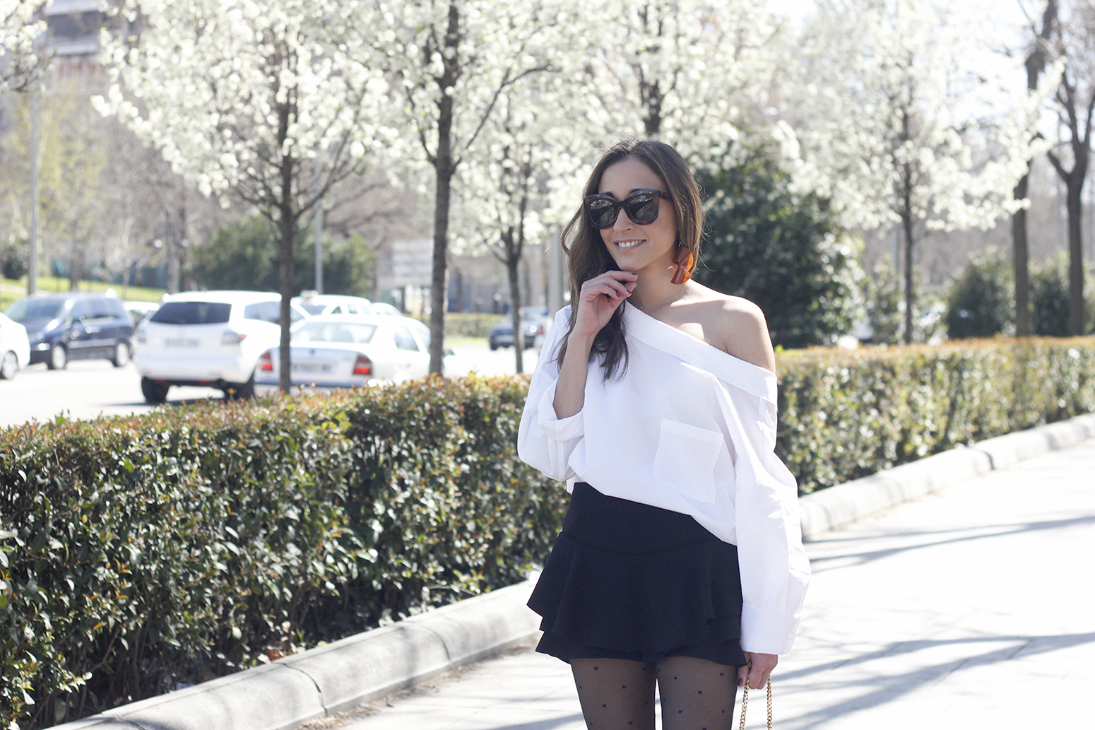 Ruffled shorts white shirt saint lauren bag céline outfit style05