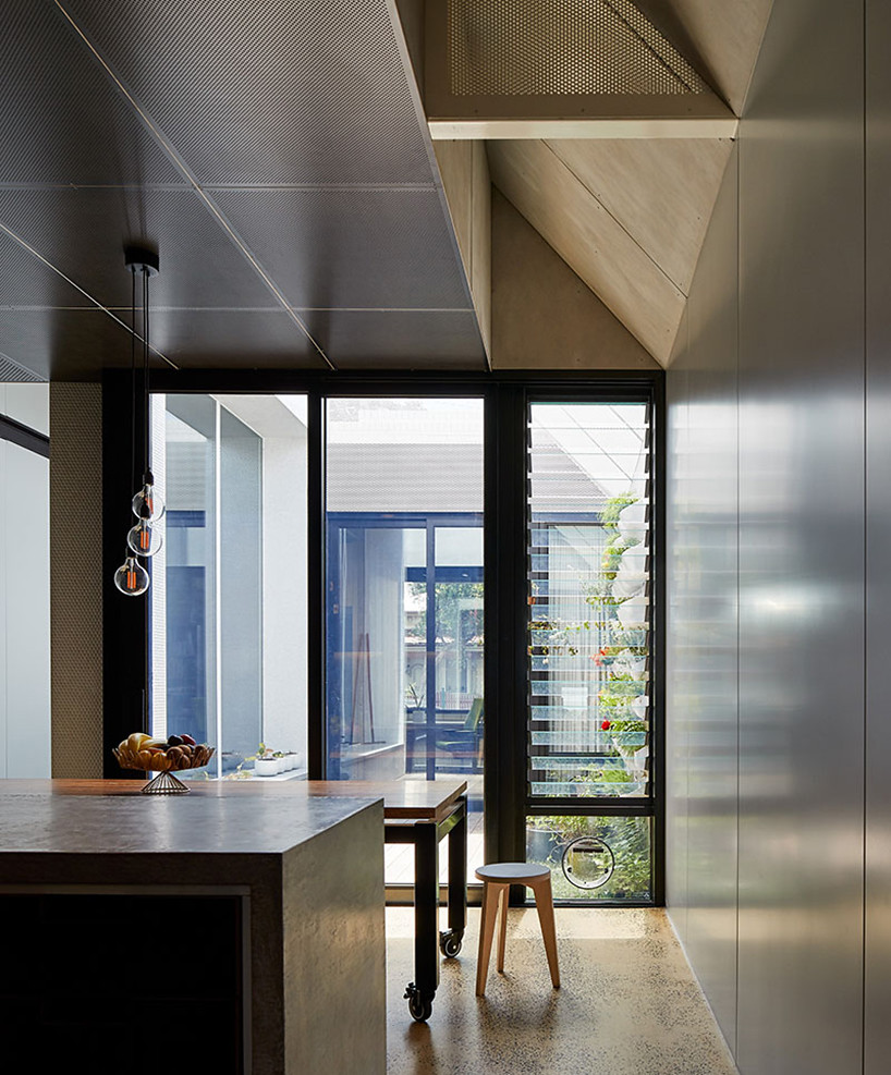 Cottage extension by Melbourne–based firm Architecture Architecture Sundeno_04