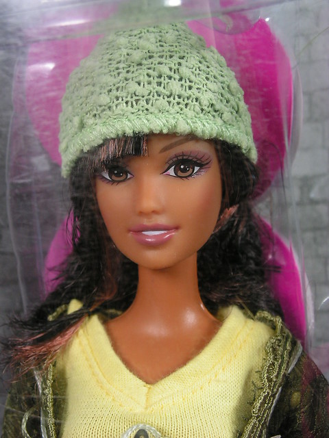 2005 Barbie Fashion Fever J1327 (2)