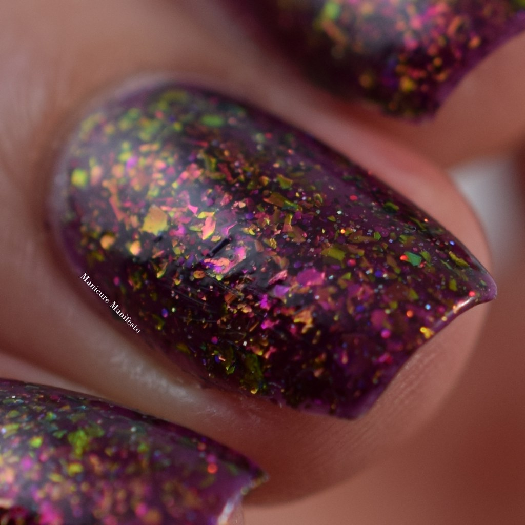 Color shifting flakie nail polish