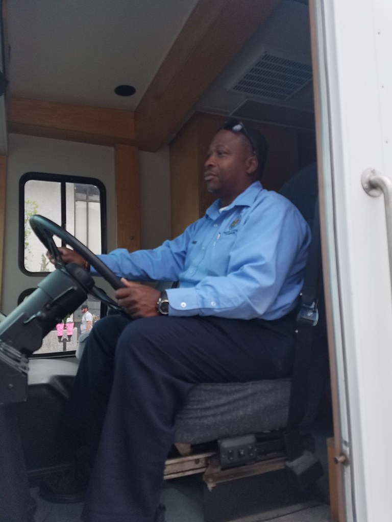 Ncdmv mobile unit arriving at 2017 north carolina azalea f for Nc division of motor vehicles driving log