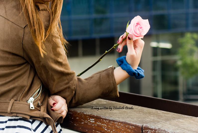vestido navy chaqueta marrón sombrero azul stradivarius heelsandroses rosas barcelona (6)
