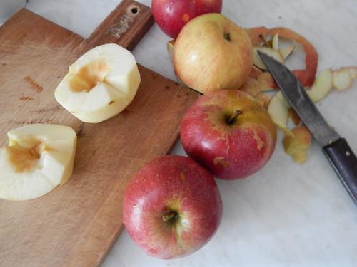 яблочная шарлотка в виде рулета - очень вкусный рецепт