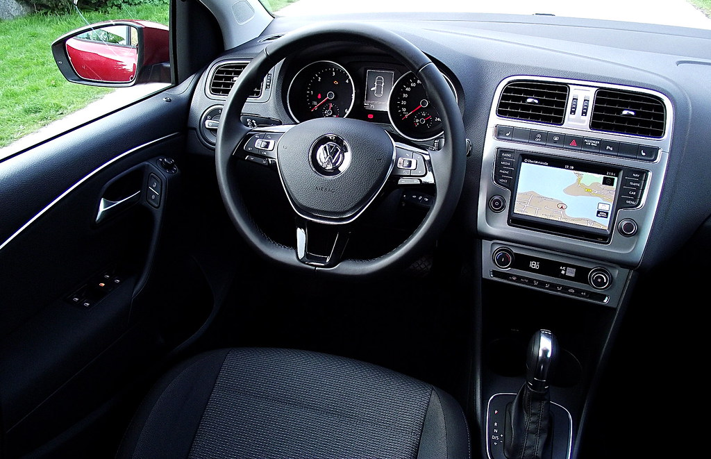 vw polo v 14 tdi 66 kw 90 ps dsg highline typ 6r 2014 interieur cockpit