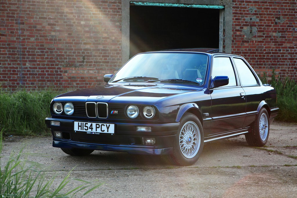bmw e30 318is 1991 timeless bmw e30 318is in lazurblau. Black Bedroom Furniture Sets. Home Design Ideas