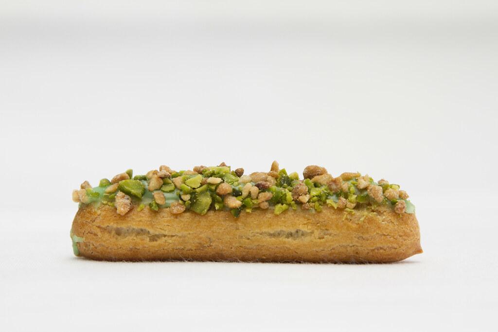 Pistachio éclair with praline grains © ROH Restaurants / L ...
