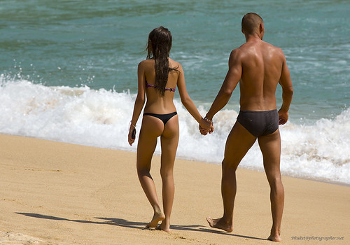 Couple at Phuket beach | by forum.linvoyage.com