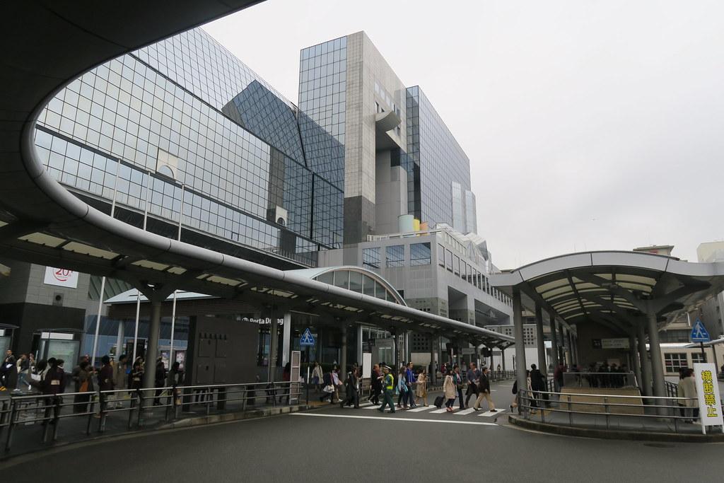 京都車站外就是巴士乘車處囉