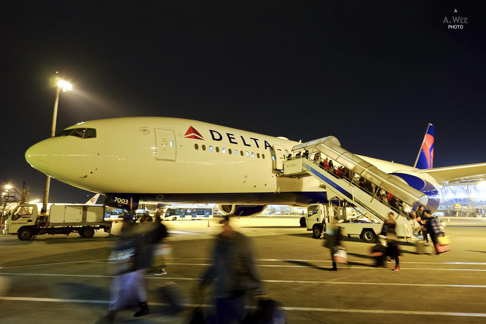 Delta 777 at PVG
