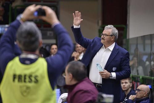 Sassari applaude Sacchetti. La Dinamo lo ignora