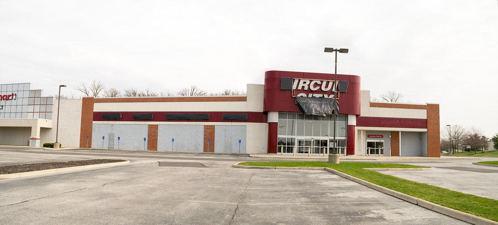 Former Columbus Circuit City Store March 2017
