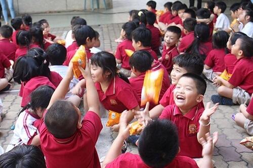 Các bé đang vui chơi tại trường