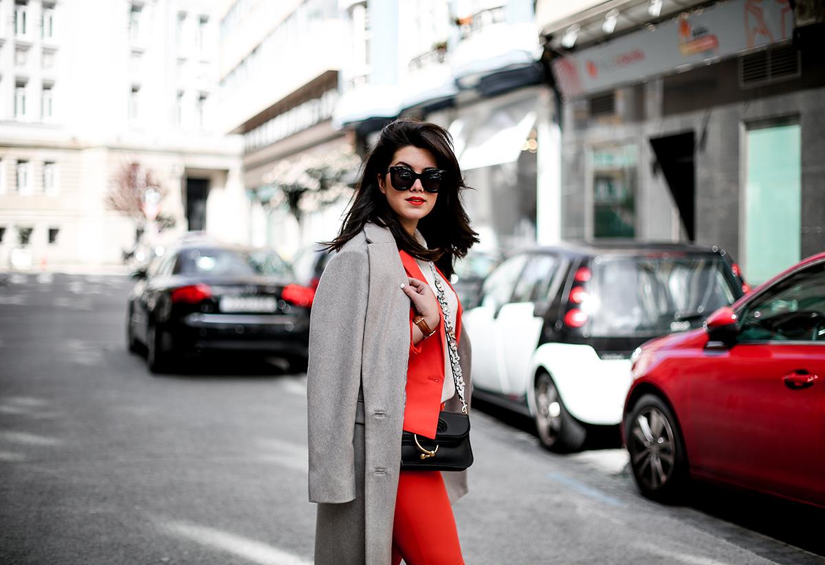 traje-rojo-redoute-jw-anderson-pierce-bag-adidas-stan-smith-streetstyle-myblueberrynightsblog5