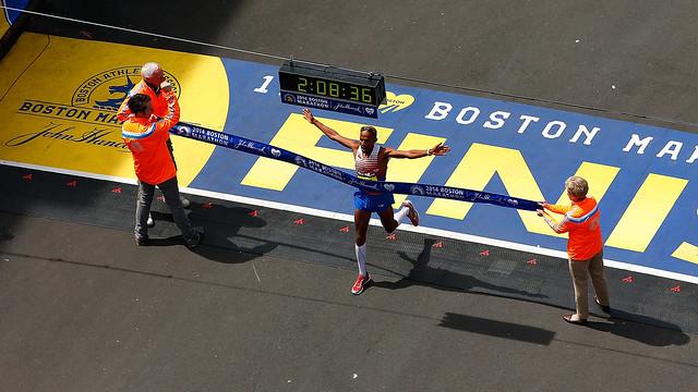 Meb Keflezighi gana el Maratón de Boston 2014