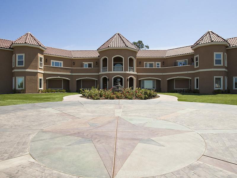 VRBO manor front